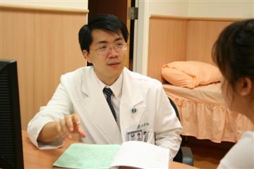 醫師 - 黃慶峰