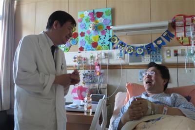 福耳尼埃氏壞疽--生死一線的會陰部壞死性筋膜炎 醫師罹病深刻體會病苦 獲重生感恩同僚全力救護