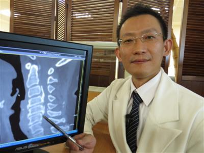 頸椎韌帶鈣化壓迫神經 切除椎弓保彈性好輕鬆