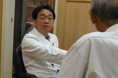 老翁腹脹如打雷大腸癌併阻塞 腸道支架代替人工肛門恢復快