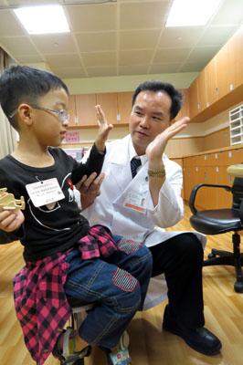信望愛學員年度健檢義診新服務 「兒童復健諮詢門診」安家長的心