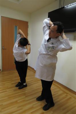 長期姿勢不良易痠痛 「開學暖身操」健康上學去