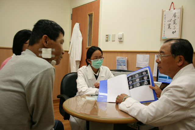 口腔癌致半臉腫大 光子刀療效卓著