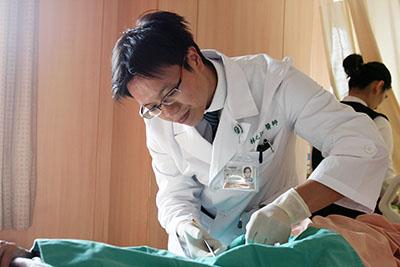 背痛拖成壞死筋膜炎 婦人不知大腸憩室感染險喪命