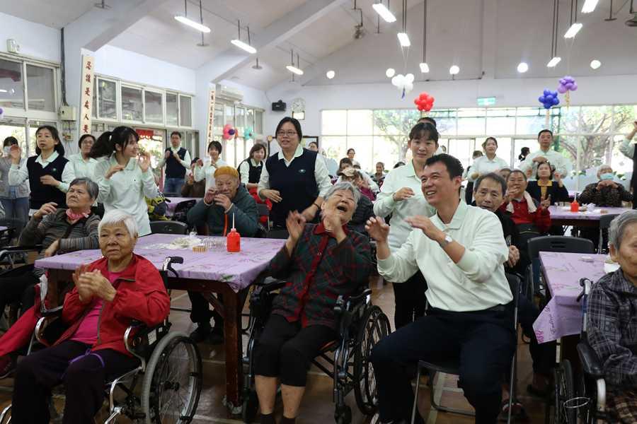 臺中慈濟醫院更有意義的藥師節 陪伴仁愛之家住民「樂齡DIY」
