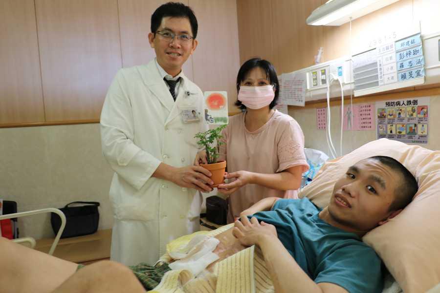 造口挪五公分 醫師花八小時 換病人家屬新生