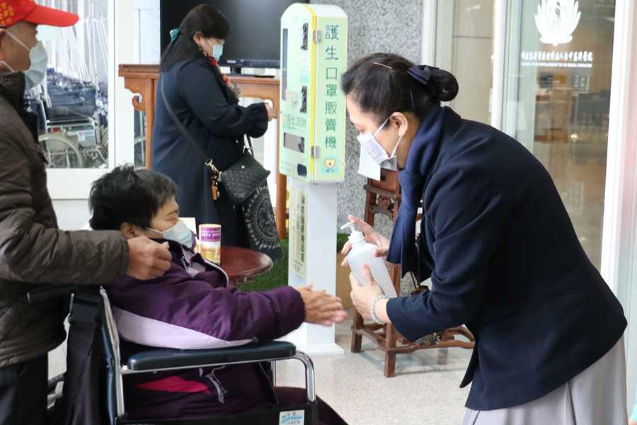 臺中慈院防疫門禁 出入戴口罩、洗手、量體溫