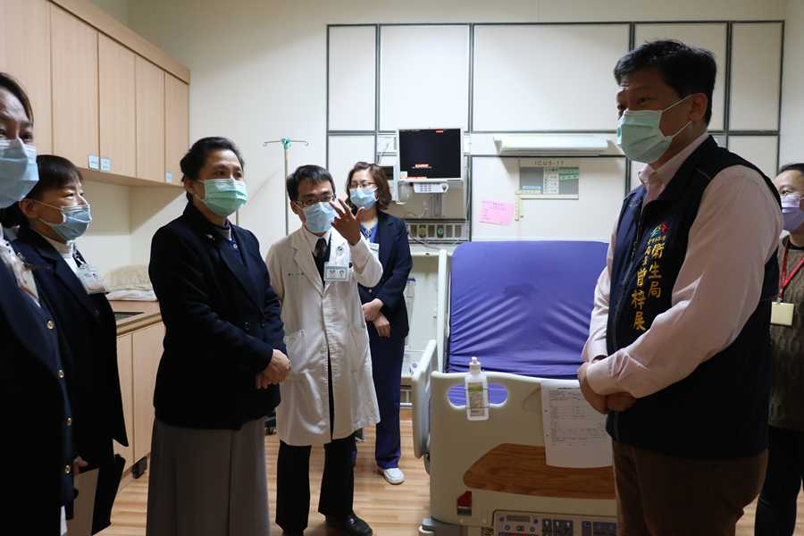 中市衛生局長訪視 臺中慈院配合防疫更升級