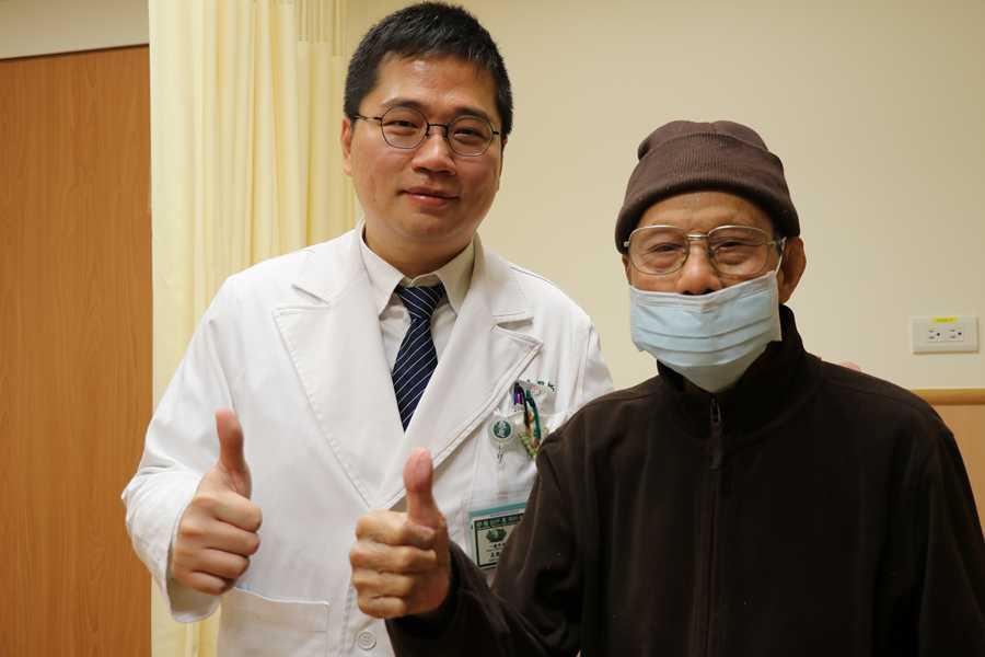 百歲人瑞罹無石性膽囊炎 腹腔鏡切膽恢復佳