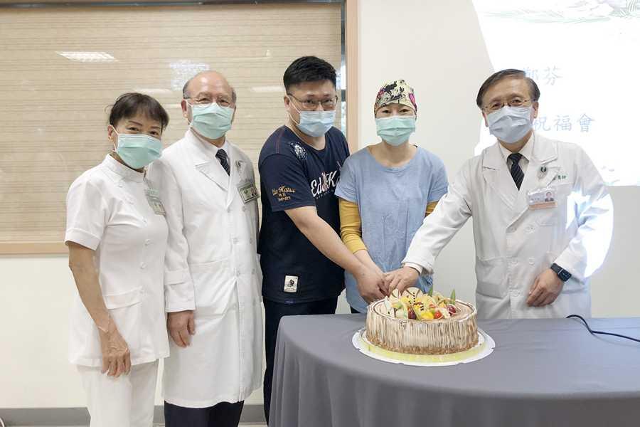 異體骨髓移植成功 醫護歡慶病人重生